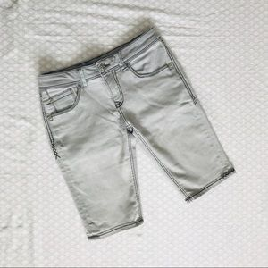Pants - Bermuda shorts with detail stitching